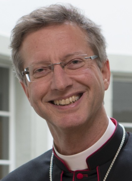 medienbischof-alain-de-raemy-squashed